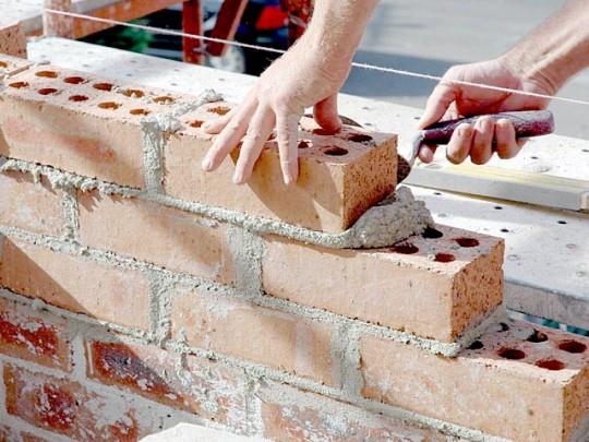 Recaudos para construir un muro de ladrillos